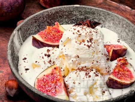Домашен сметанов сладолед със сладко от смокини и канела - снимка на рецептата